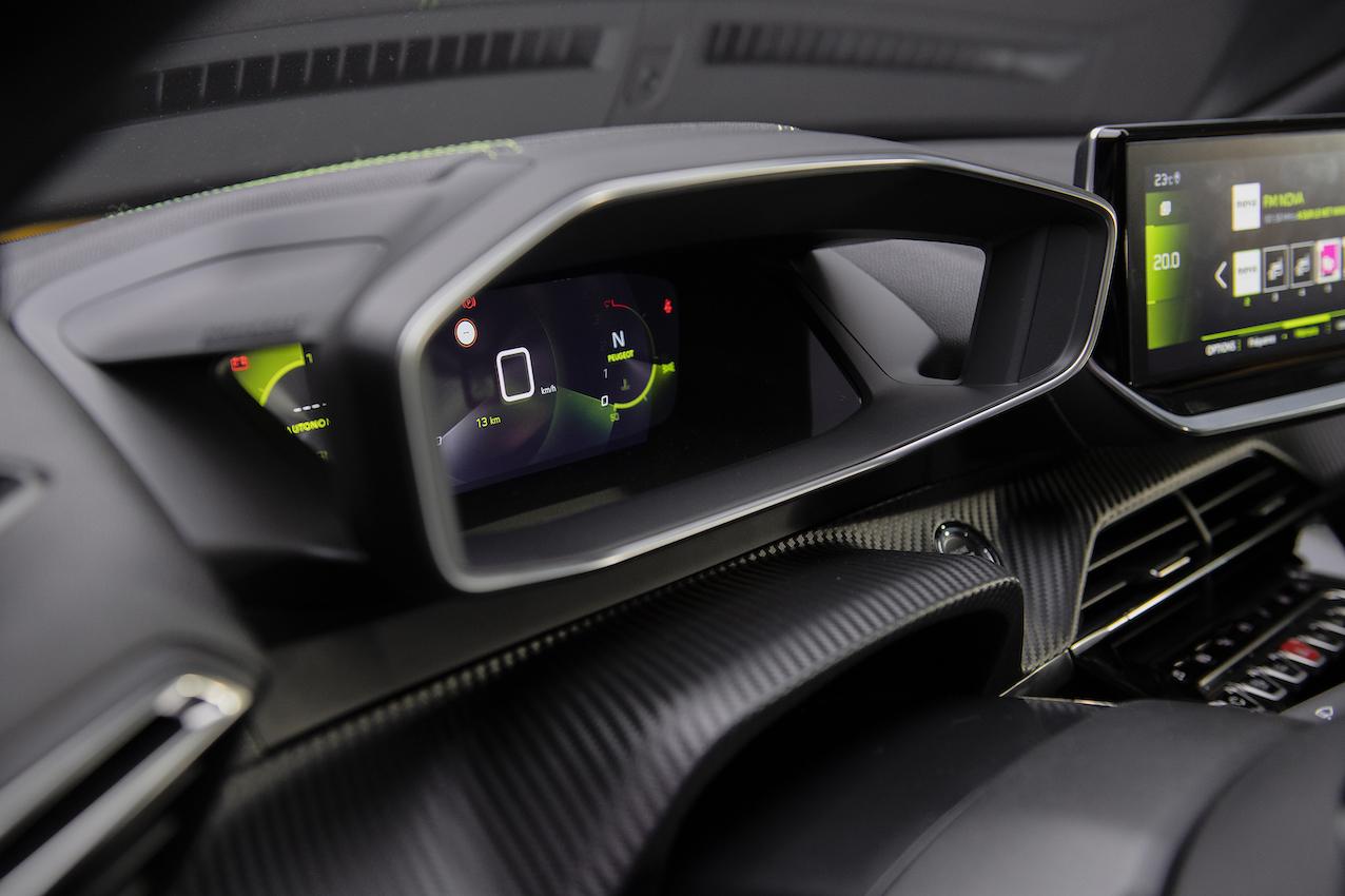 LIGNES/auto à bord de la nouvelle Peugeot 208 – FRENCH AND ENGLISH VERSION